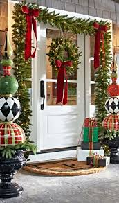 38 welcoming christmas front porch décor ideas digsdigs