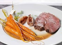 cuisiner un roti de biche rôti de biche et jeunes carottes confites colruyt