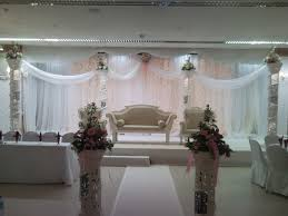 8 elegant white curtain satge decoration wedding flowers