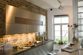 cuisine avec brique tirez parti d un mur de brique dans votre intérieur