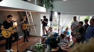 Wohnzimmerkonzert Clueso Singt Cello Live Und A Capella Beim Wohnzimmerkonzert Youtube