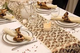 chemin de table mariage décorations de table chemin de table arabesque