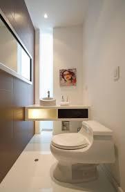 toilette sous escalier idée déco toilettes moderne classique élégante