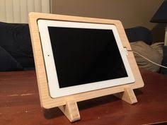 bureau pour mac kickstarter un bureau conçu pour le mac avec un dock iphone
