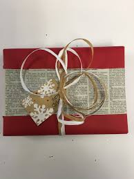 how to cutely wrap christmas gifts with newspaper