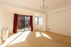 One Bedroom Flat Southend One Bedroom Ground Floor Flat For Sale On Napier Court West