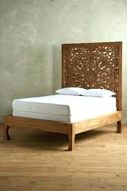 chambre style hindou chambre style hindou tete de lit style lit en bois clair dans la