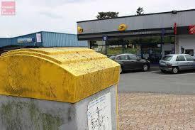 bureau de poste angers angers la poste se réorganise et ferme trois bureaux courrier de