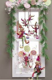 Window Decorations For Christmas Diy by Best 25 Christmas Decorations For Outside Ideas On Pinterest