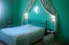 que signifie chambre petit salon dans la chambre verte durant votre semaine de passage
