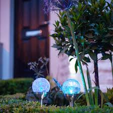 Crackle Globe Solar Lights by 2 Crackle Glass Colour Changing Solar Stake Lights Lights4fun Co Uk