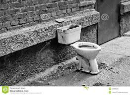 Wc Noir Et Blanc Vieille Toilette Sale Blanche Photo Stock Image 71595589