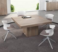 bureau carré table de reunion carrée avec top access design contemporain