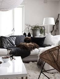 plaid canapé noir décoration en noir blanc plaid noir plaid et canapés