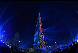 watch father of lights watch dubai s burj khalifa lights up to welcome 2018 in spectacular