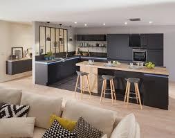 cuisine noir stunning cuisine noir mat et bois contemporary design trends awesome
