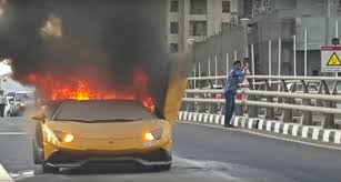 lamborghini aventador engine lamborghini aventador catches fire after needlessly revving its