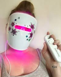 neutrogena face mask light fighting acne with the power of light toronto beauty reviews