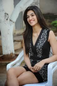 Sleep Number Bed Actress Actressmail Actress Kriti Sanon Expose Thunder Thigh In Fashio