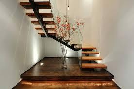 treppen aus holz treppe verkleiden tipps zu materialien und techniken für