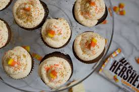 halloween candy cupcakes chocolate cupcakes with hershey u0027s candy