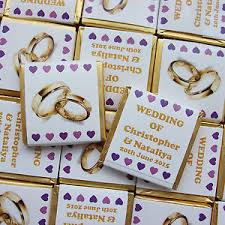 chocolat personnalisã mariage 50 personalised chocolate wedding favours gold rings foils hearts