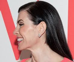 julianna margulies haircut medium length hairstyles that are easy yet have huge impact