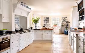 cuisine bois peint cuisine classique en bois pilaster smallbone co