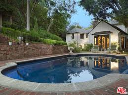 Celebrity Homes In Beverly Hills by Chip And Joanna U0027s U0027fixer Upper U0027 Special And Other Celebrity Homes