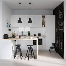 table cuisine blanche aménagement cuisine blanche avec bar en bois et peinture