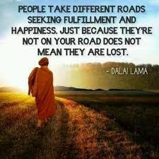 Seeking Que Significa Las Personas Toman Diferentes Caminos Buscando La Realizacion Y La
