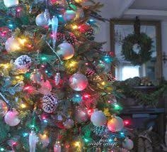 wonderful decorating idea for the tree white ornaments