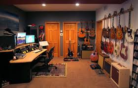 Man Cave Ideas For Small Spaces - tips and ideas for decorating a man cave