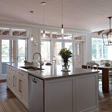 grand ilot de cuisine grand ilot de cuisine contemporaine avec lave vaisselle et évier