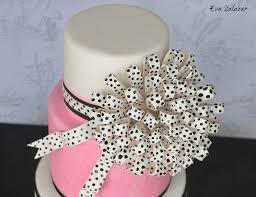 pinky multi loop bow cake makemememycake