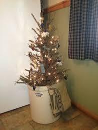 prim tree in an crock prim