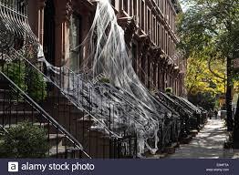 brooklyn brownstone townhouses in carroll gardens draped in
