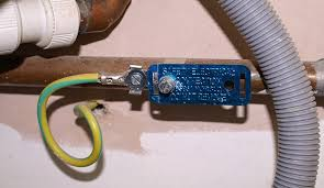 what is the difference between bonding grounding and earthing