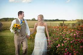 Wedding Photographers Madison Wi Emily And Dave U0027s Wisconsin Farm Wedding Sauk City Wedding