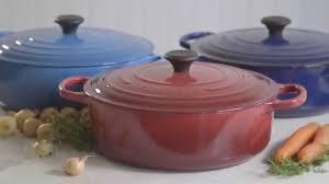 Creuset Pot Le Creuset Signature Round Wide French Ovens 6 Qt Youtube