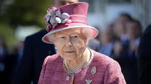queen handbag uk s queen elizabeth ii always carries the same handbag here s why