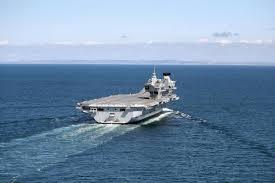 hms queen elizabeth latest news portsmouth harbour arrival sea