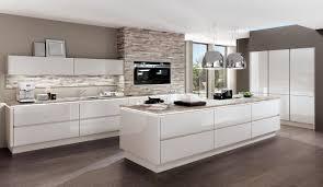 Wohnzimmerm El Creme Hochglanz Hochglanz Lack Und Pur Weiß Dominieren In Einem Modernen Apartment