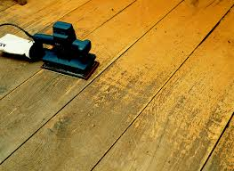 what is the difference between hardwood flooring and laminat