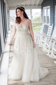wedding dress for curvy 25 wedding dresses that are for curvy brides plunging
