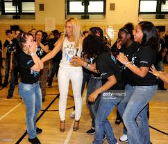 Beyonce Childhood Home by Beyonce Surprises Students At Ps Ms 161 In Harlem New York City