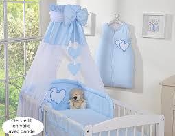 le pour chambre bébé ciel de lit bébé en voile avec bande bleu à coeurs
