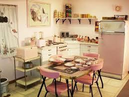qui fait l amour dans la cuisine la cuisine retro vintage garantit un véritable dépaysement vers le