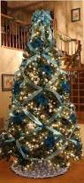 How To Decorate Garland With Ribbon How To Criss Cross Ribbons On A Christmas Tree Christmas Trees
