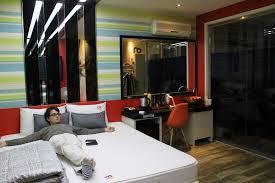 hotel chambre avec miroir au plafond le hotel on a testé fenêtre sur corée